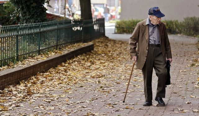 Significance of Living Aids for our Elderly Loved Ones